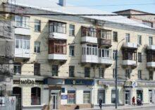 Вигляд старих балконів-min
