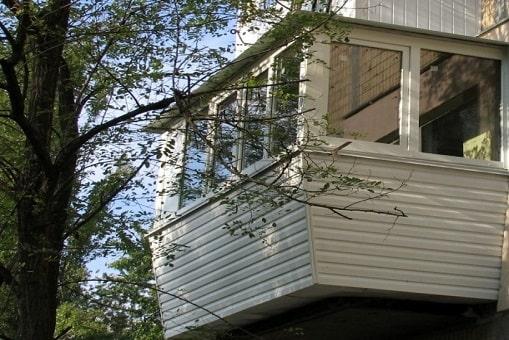 Балкон з виносом по підлозі з перилом - Сезон Плюс